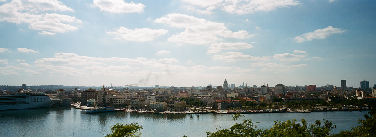 古巴-夏灣拿-菲林-Panoramic-view-of-Havana-from-Casa-Blanca-Scenic-Portra-400-iso400-Hasselblad-Xpan-XpanII-45mm-f4-Pano-Panoramic-Panorama-Trinidad-Cuba-Analog-film-review
