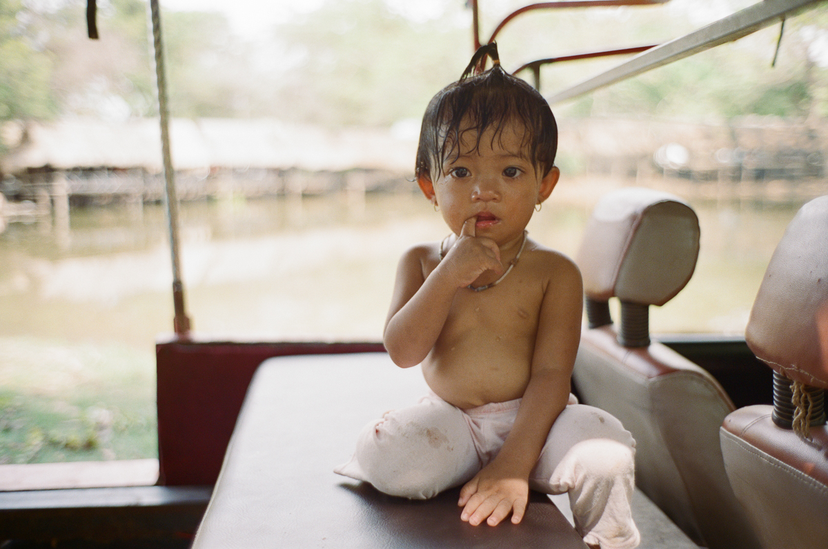 Portrait-kid-after-shower-Portra-400-iso400-Leica-M2-Summilux-35mm-1.4-f1.4-35-infinity-lock-pre-asph-Battambang-Cambodia-Analog-film-review