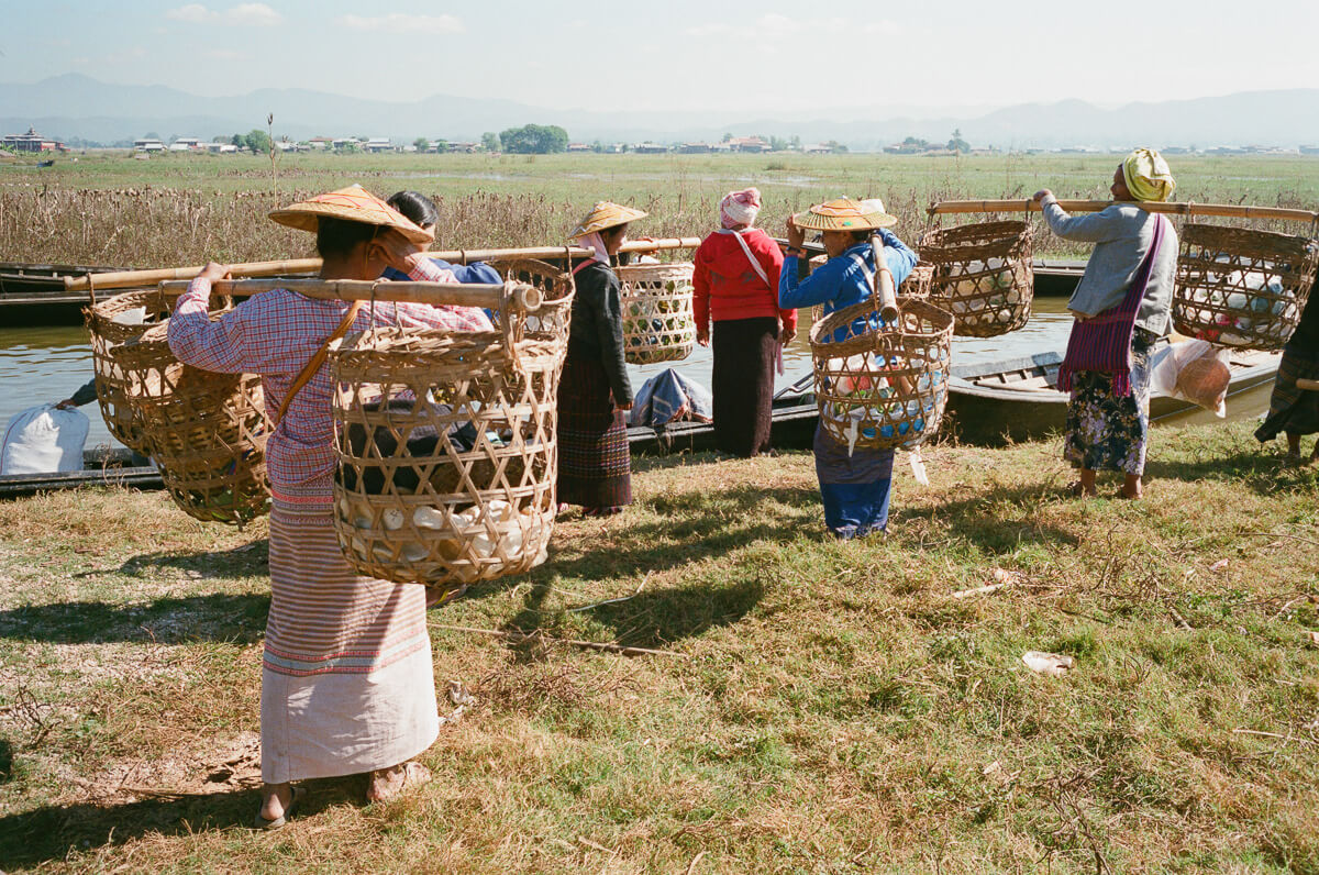 ladies-carrying-produce-in-their-baskets-take-boat-inle-lake-burma-myanmar-boat-trip-travel-analog-film-images-Fuji-fujifilm-Superia-Premium-400-8elements-v1