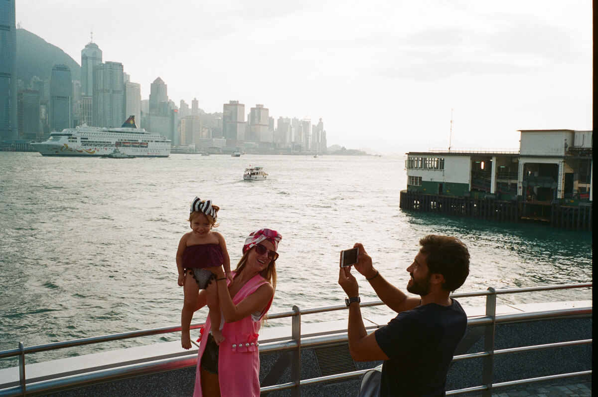 tourist-taking-snaps-with-her-baby-family-Cultural-Centre-Hong-Kong-Tsim-sha-tsui-Superia-premium-400-fuji-fujifilm-film-analog-Leica-Summicron-35mm-f2-IV-7elements