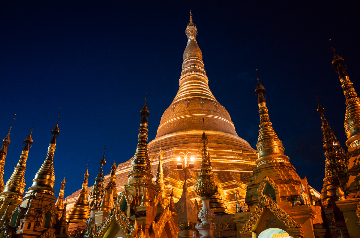 Yangon-famous-attraction-must-go-Myanmar-Burma-Shwedagon-Pagoda-Ricoh-GR-Street-photography-guide-7pm-night-in-other-angle
