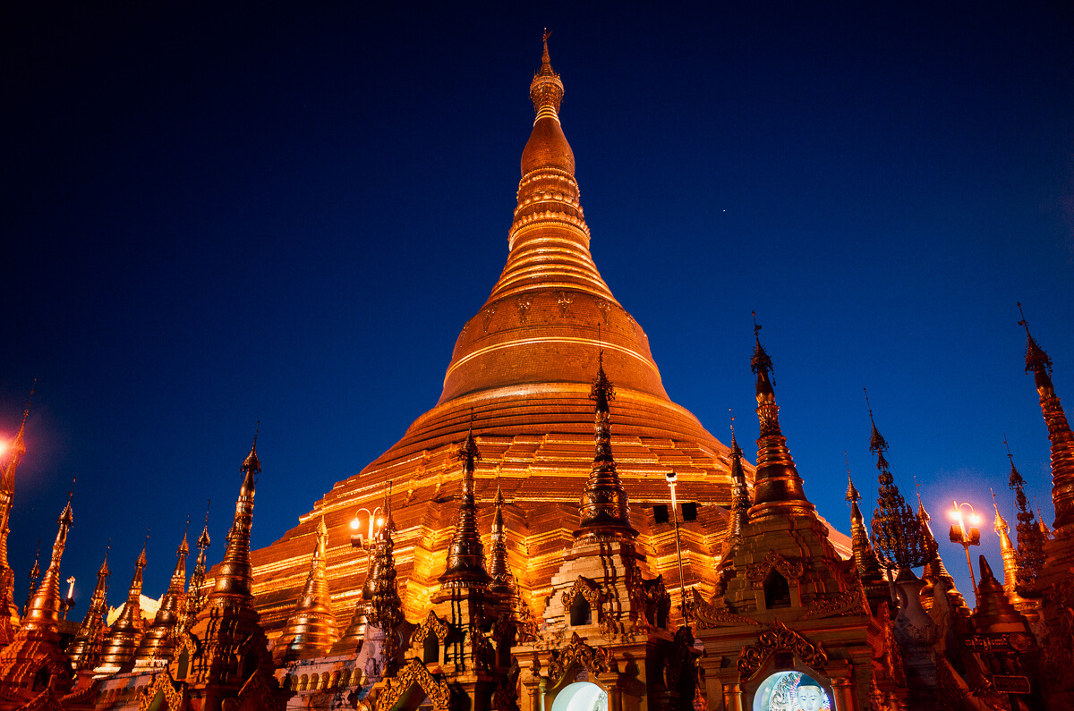 Yangon-famous-attraction-must-go-Myanmar-Burma-Shwedagon-Pagoda-Ricoh-GR-Street-photography-guide-7pm-night