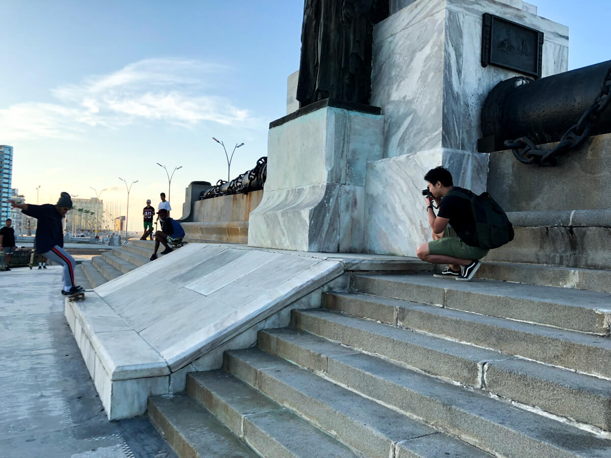 Me-taking-pictures-of-skateboarders-in-cuba-havana-iphone-behind-the-scene-travelling-in-central-america