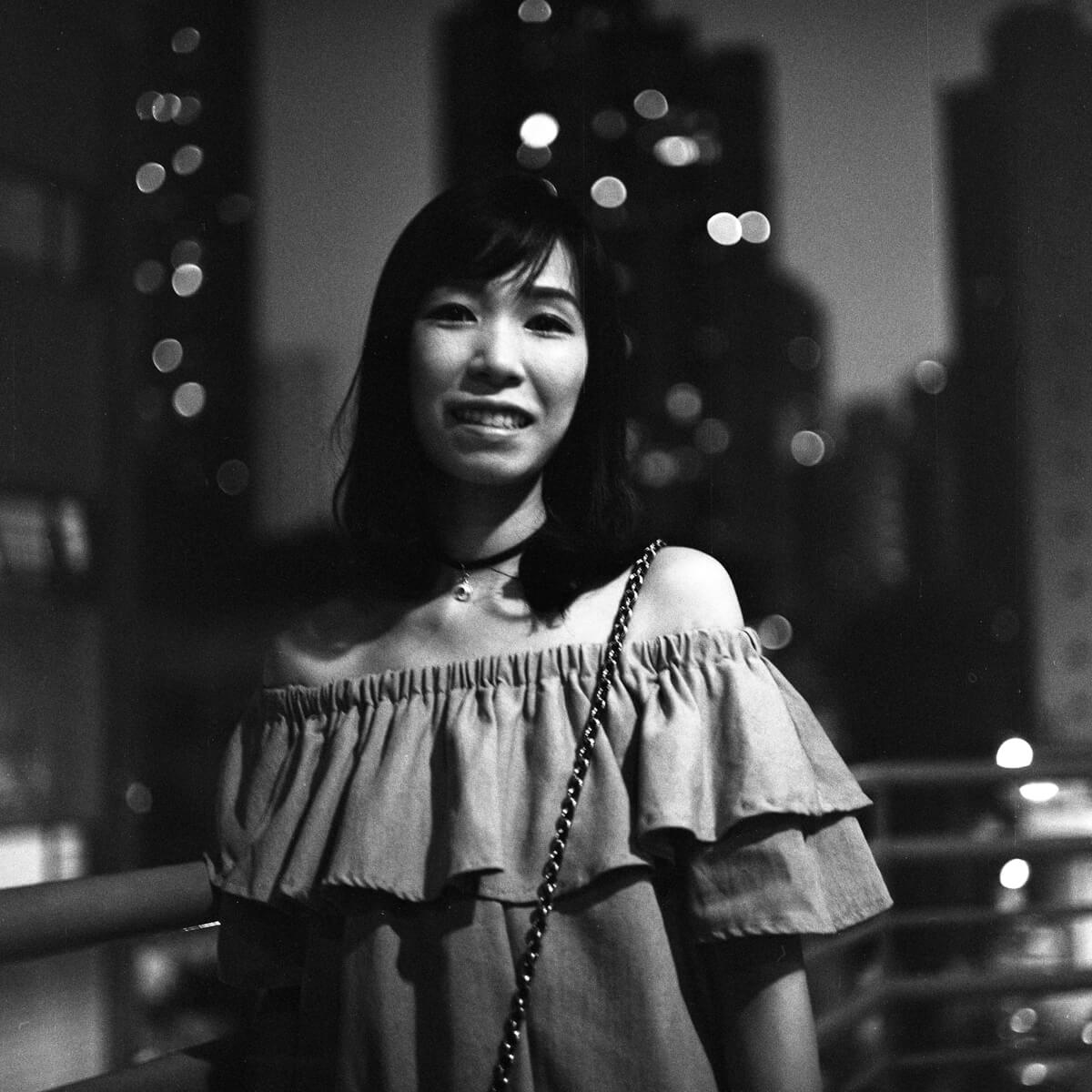 Sister-portait-using-ilford-HP5-hong-kong-bokeh-Rolleiflex-2.8E-TLR-6x6-night