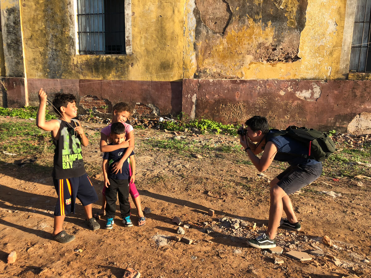 Taking-pictures-of-children-kids-with-leica-in-trinidad-cuba-travelling-in-central-america-filson-backpack