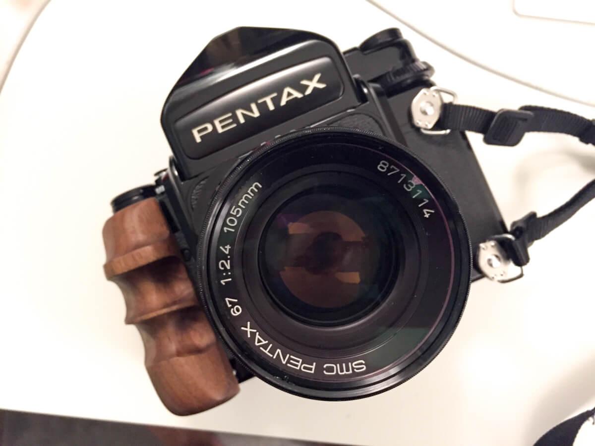 Tank-medium-format-camera-grip-Pentax-67-6x7-camera-120format-SLR-105mm-f2.4-lens