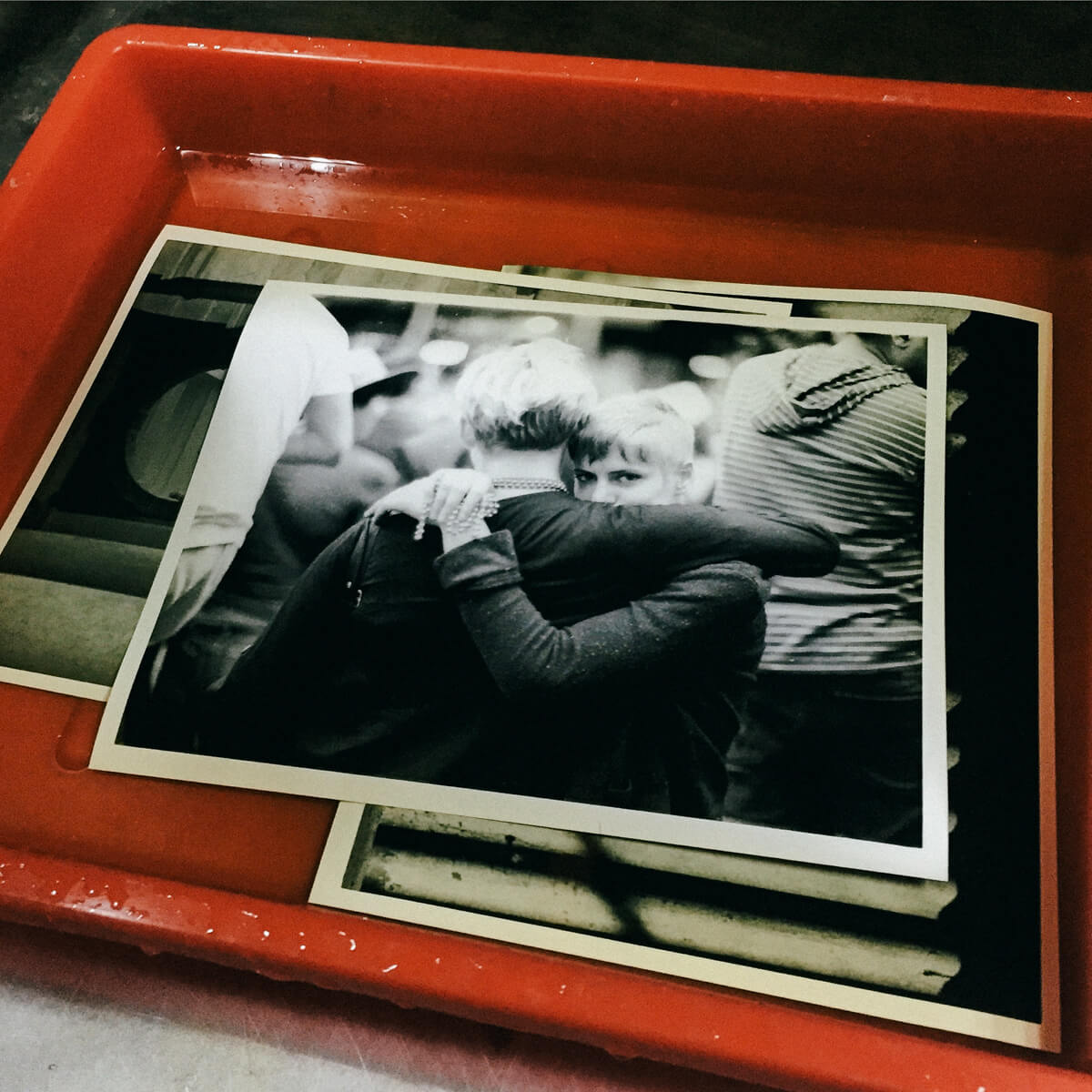 darkroom-print-printing-of-my-work-on-photo-paper-black-and-white-bw-film-process-develop