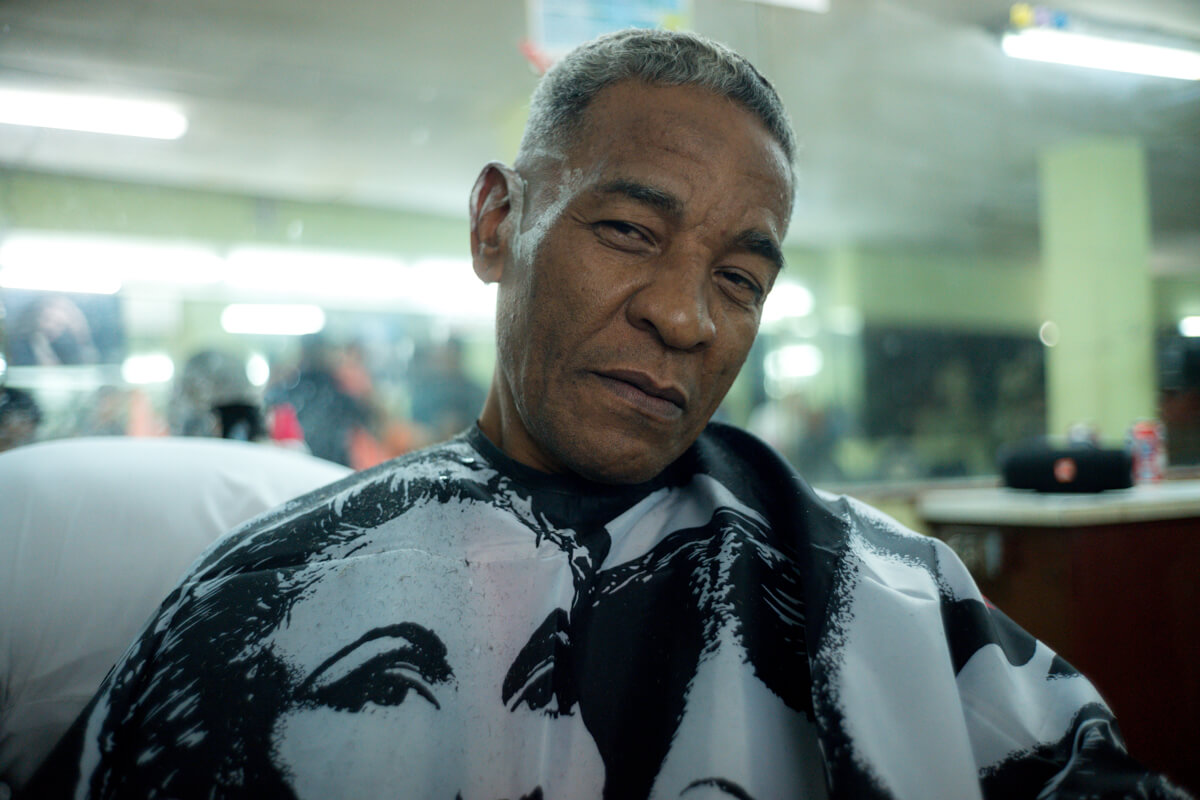 Barber-shop-visit-portrait-of-client-local-cuban-in-centro-havana-tahusa-leica-film-summilux-35-1.4-asph-fle-travel-tips-guides