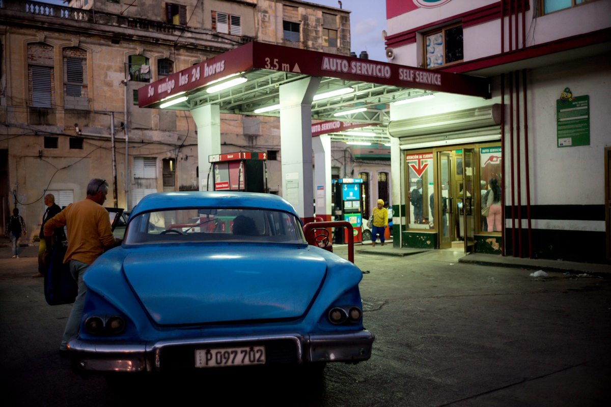 Gas-station-men-entering-vintage-vehicle-in-centro-havana-cuba-summicron-35-leica-m10-street-photography-guide-travel-tips