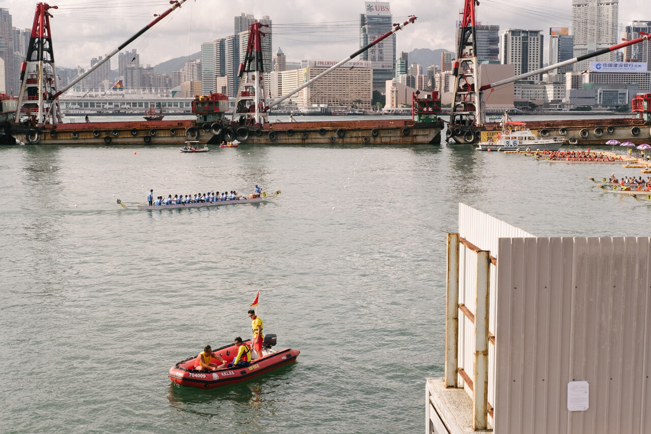 HongKong-Hong-Kong-Dragon-boat-race-festival-June-Fujifilm-Fuji-Xpro2-X-pro2-X-pro-digital-camera-xeries-XF-35mm-f2-WR-lens-HK-Street-snap-composition-paddling-competition-1