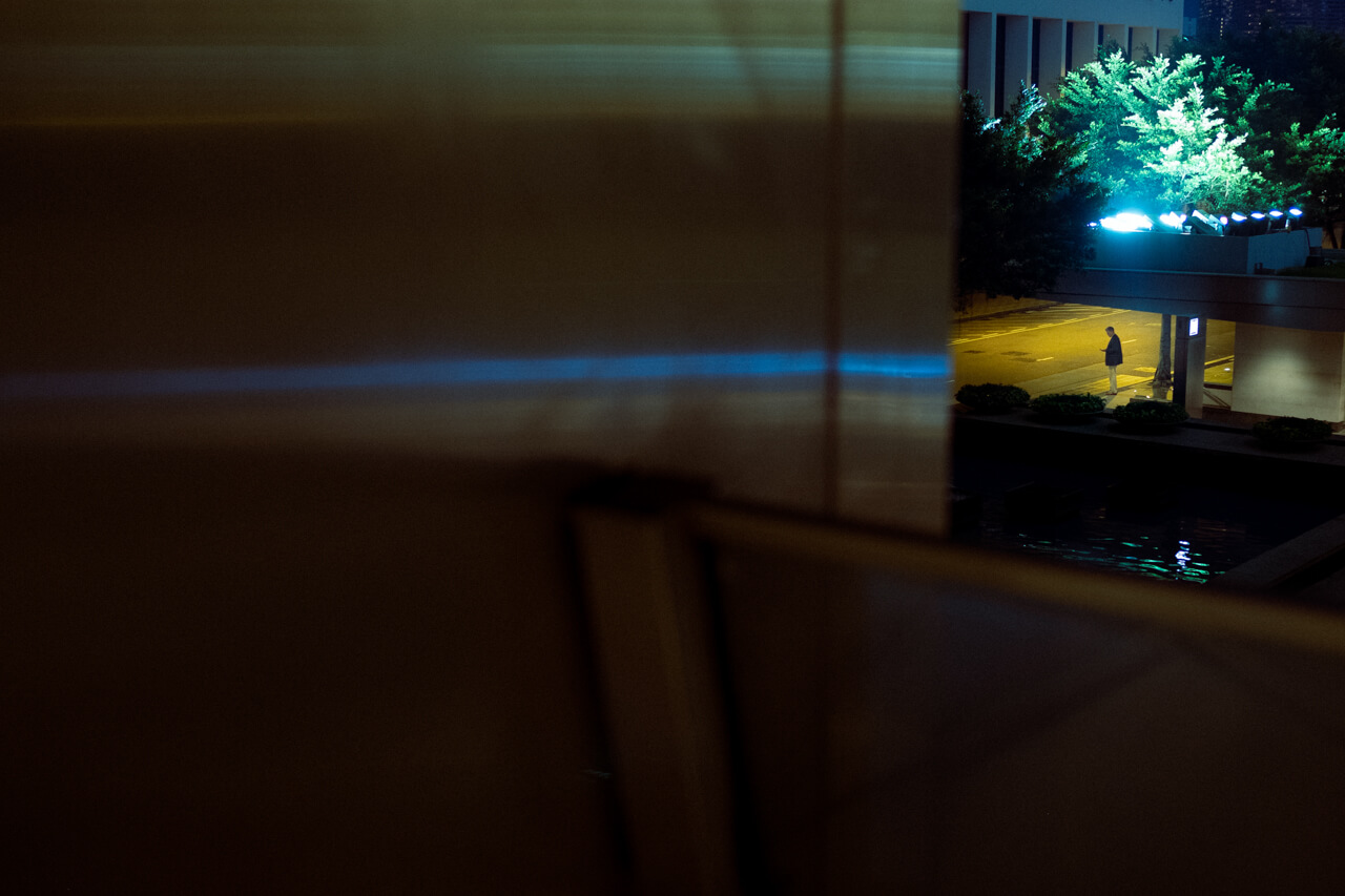 Night-in-central-waiting-for-taxi-loneliness-HongKong-Hong-Kong-HK-street-snap-fuji-fujifilm-xpro2-xpro-camera-rangefinder-digital-trying-23mm-1.4-XF-autofocus-APSC-Fujilove-leica-m10