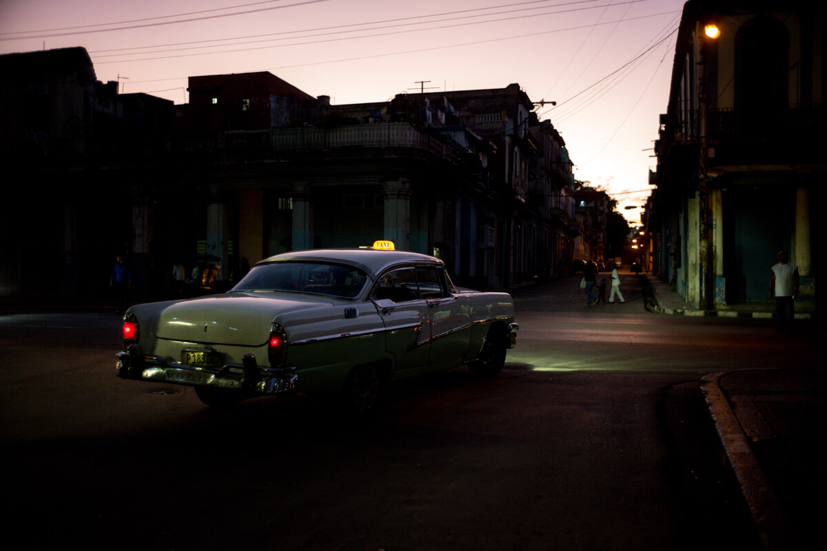 Taxi-in-the-corner-of-the-road-centro-havana-cuba-dim-light-evening-travel-street-leica-m10-summicron-35mm-f2-IV-rangefinder