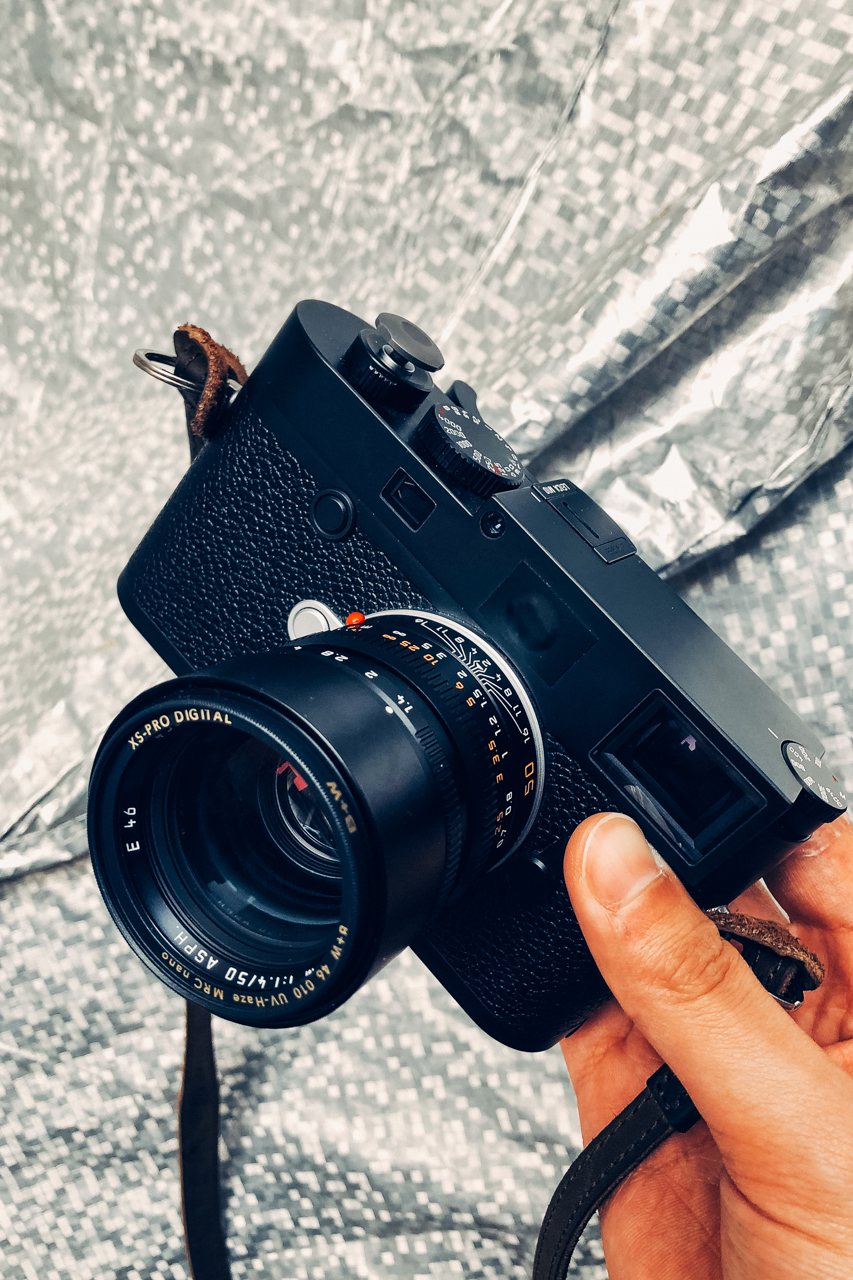 camera-shot-gears-leica-m10-glittering-background-50mm-1.4-asph-summilux-latest-version-internal-hood-black-chrome-lenses-leica-glass