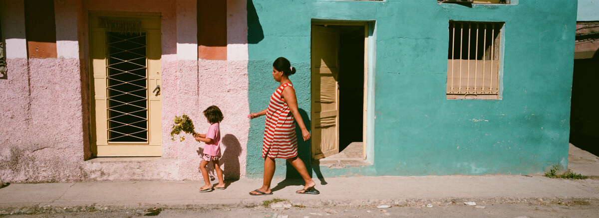 going-home-with-mama-and-kids-n-centro-havana-wandering-cuba-taken-with-hasselblad-xpan-II-xpanII-45mm-pano-panoramic-camera-agfa-vista-400