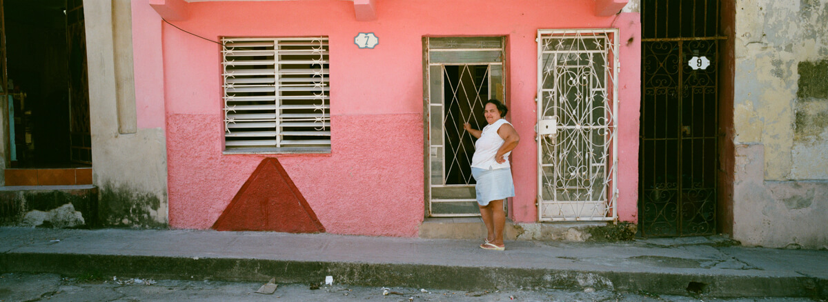 neighbors-in-squart-complex-n-centro-havana-wandering-cuba-taken-with-hasselblad-xpan-II-xpanII-45mm-pano-panoramic-camera-agfa-vista-400