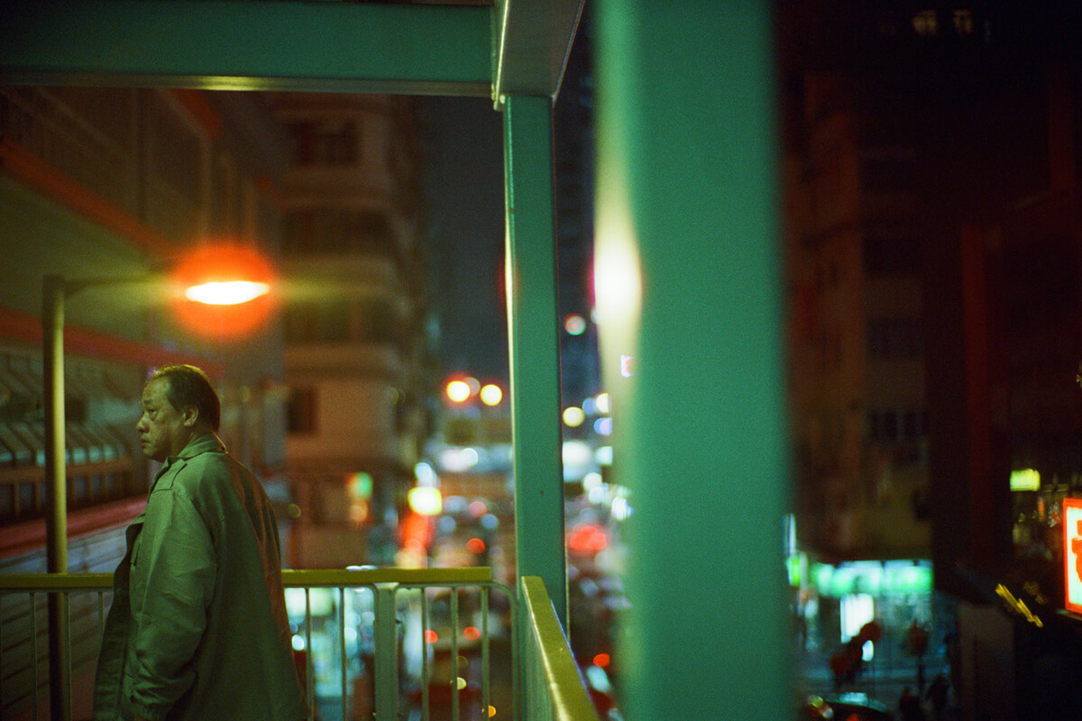 Film-photography-why-shoot-film-leica-hong-kong-night-cinestill-800-T-Noctilux-v4-f1-50mm-bokeh-portrait-memories-mind