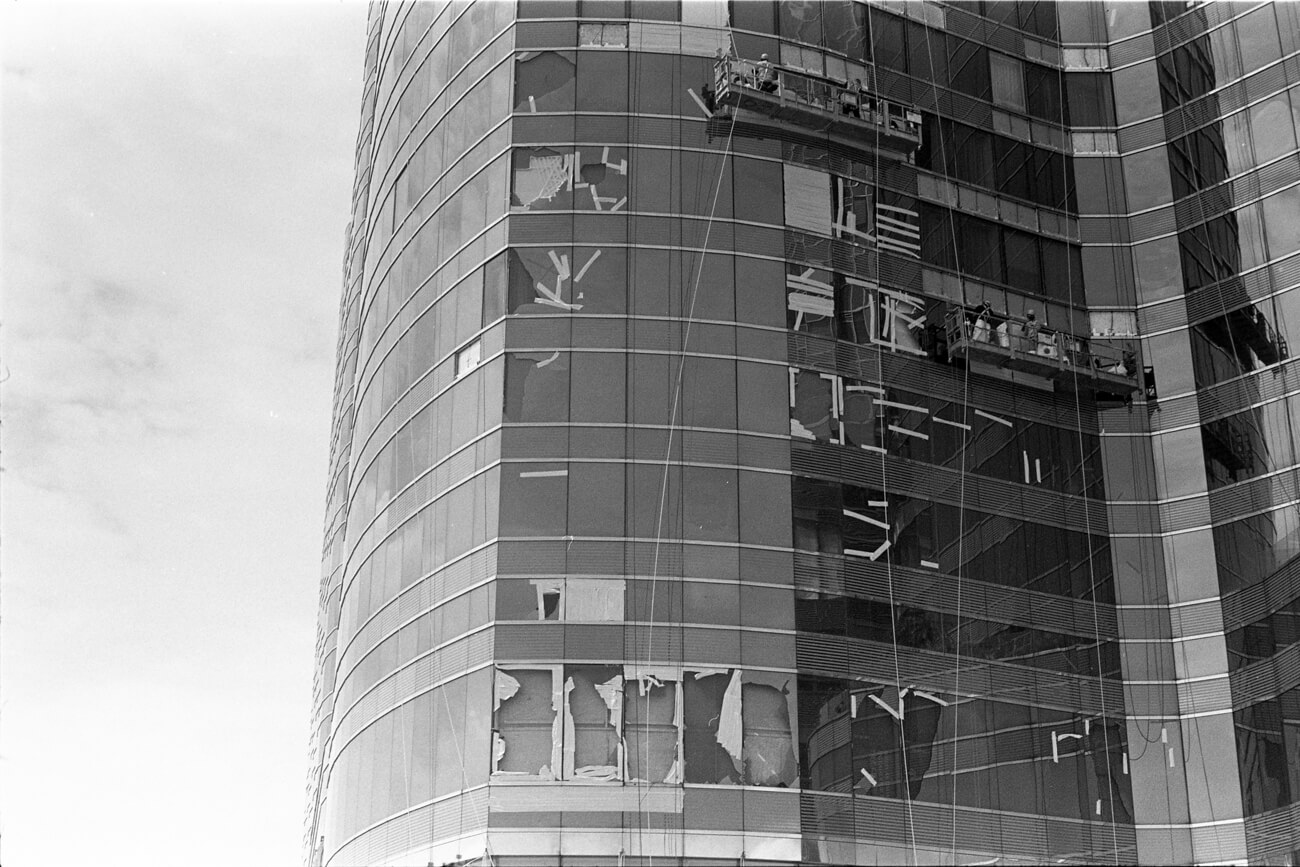 Analog-film-review-kodak-tri-x-trix-400-tahusa-bw-black-white-negative-D76-Summicron-50mm-f2-collapsible-radioactive-aftermath-typhoon-broken-glass-wall-hong-kong-hk