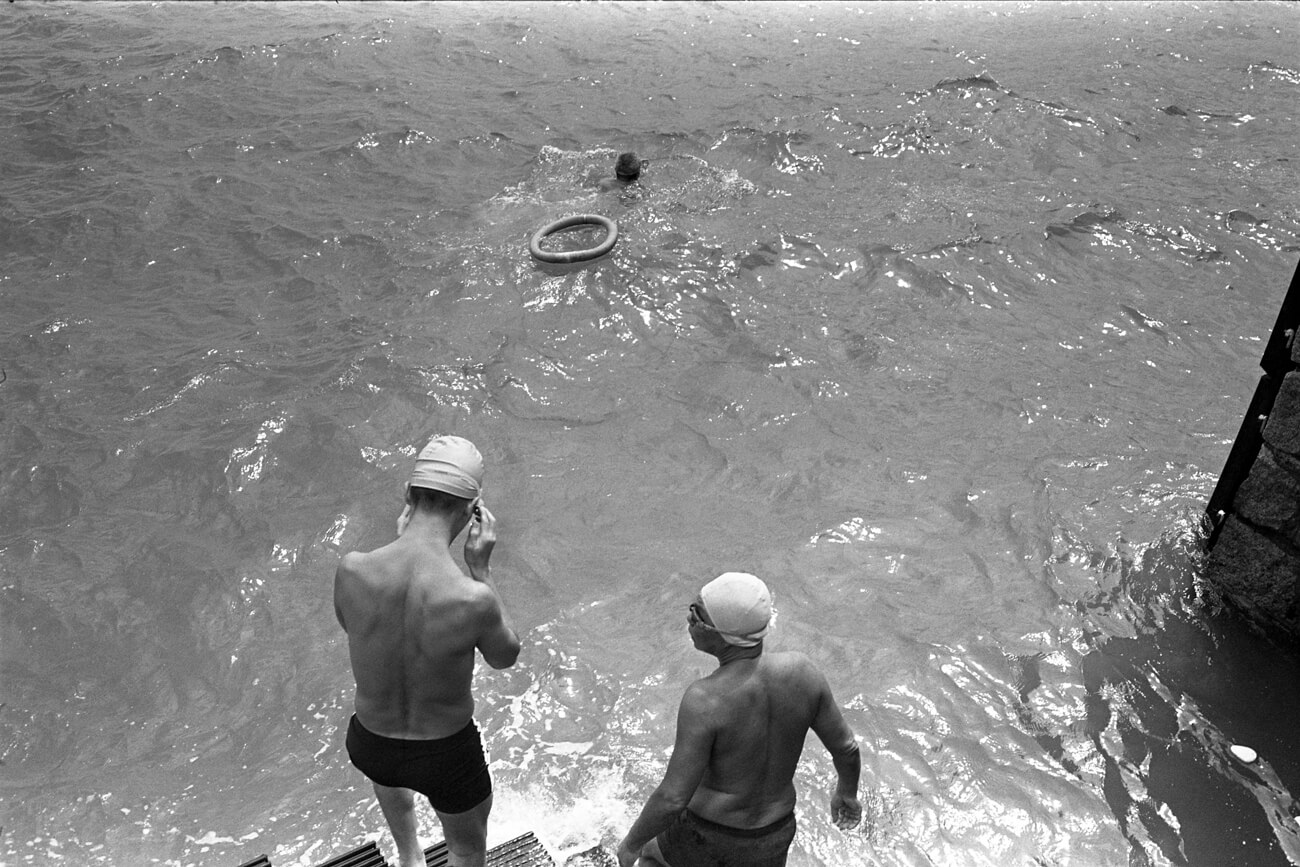 Analog-film-review-kodak-tri-x-trix-400-tahusa-bw-black-white-negative-D76-Summicron-8elements-35mm-f2-v1-swimmers-hong-kong-hk