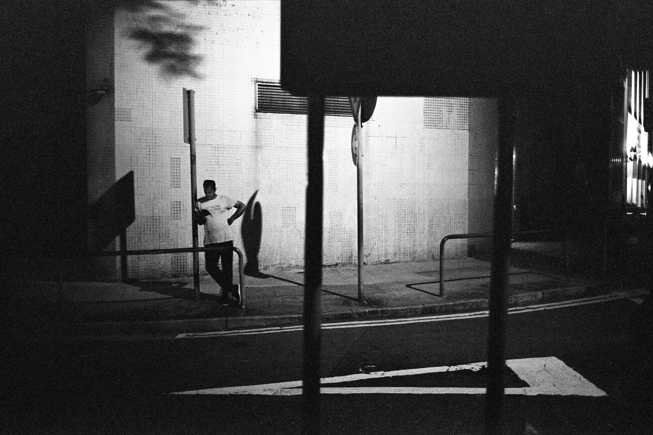 Analog-film-review-kodak-tri-x-trix-400-tahusa-bw-black-white-negative-D76-Summicron-8elements-35mm-f2-v1-wait-night-hong-kong-hk