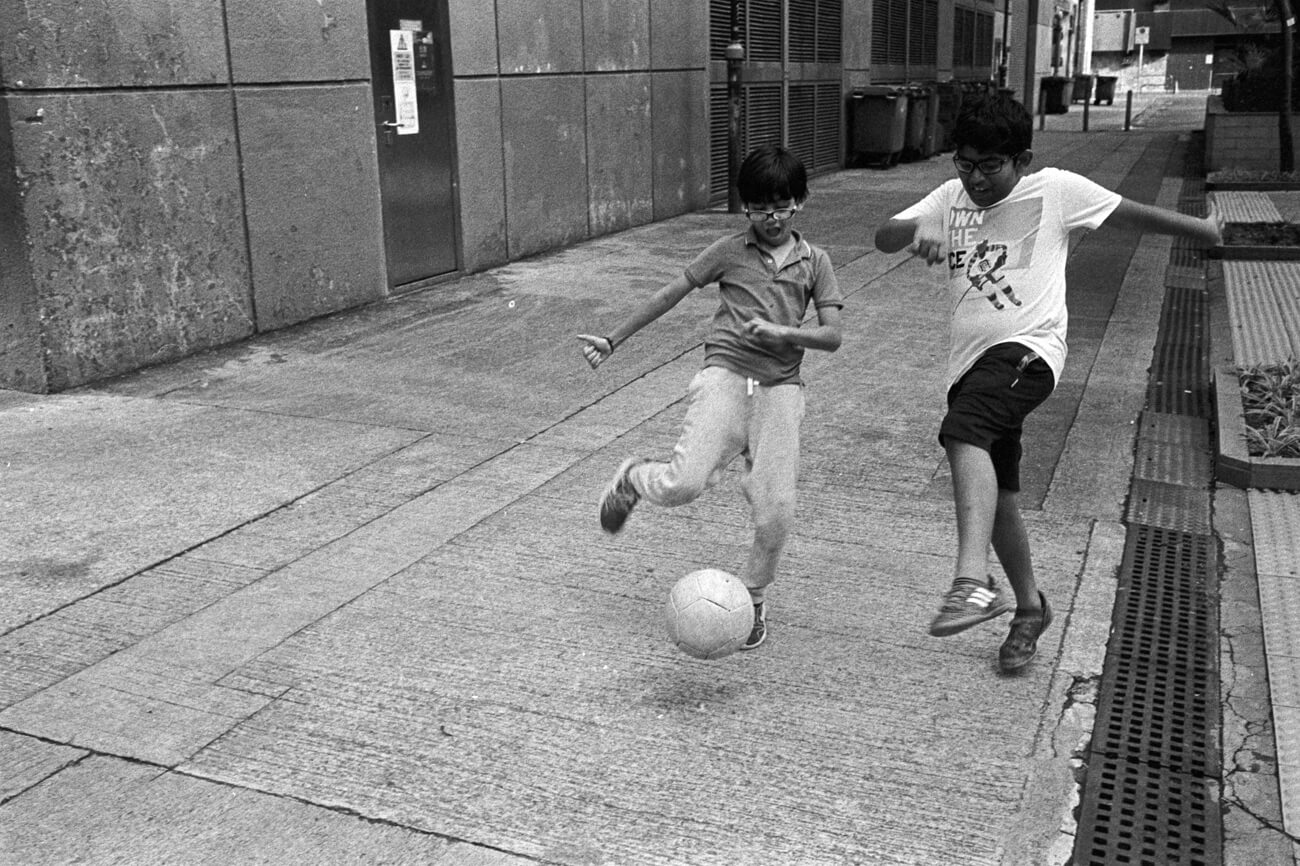 Analog-film-review-kodak-tri-x-trix-400-tahusa-bw-black-white-negative-football-Rodinal-summilux-infinity-lock-35mm-1.4-pre-a-hong-kong-hk