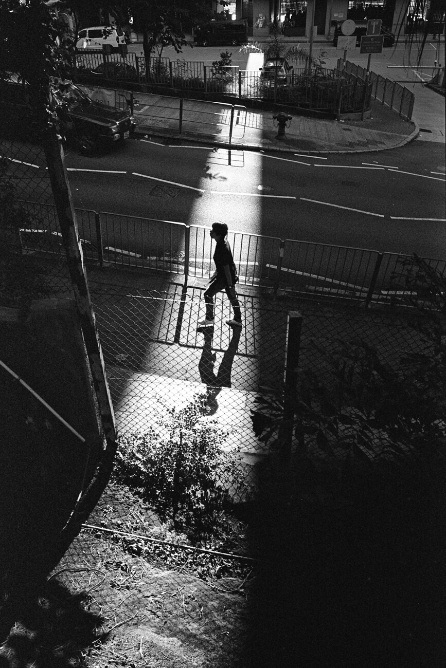 Analog-film-review-kodak-tri-x-trix-400-tahusa-bw-black-white-negative-summicron-28mm-f2-asph-shadow-hong-kong-hk-street-photography