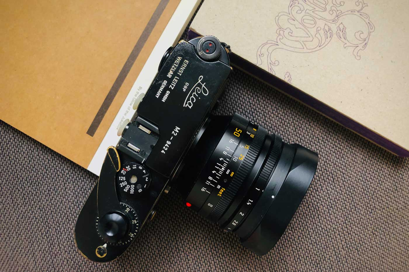 Noctilux-review-blog-tahusa-50mm-f1-v4-version4-E60-Leica-camera-rangefinder-black-paint-mood-creamy-bokeh-cover-photo-ultra-fast-lenses-dof-big-aperture