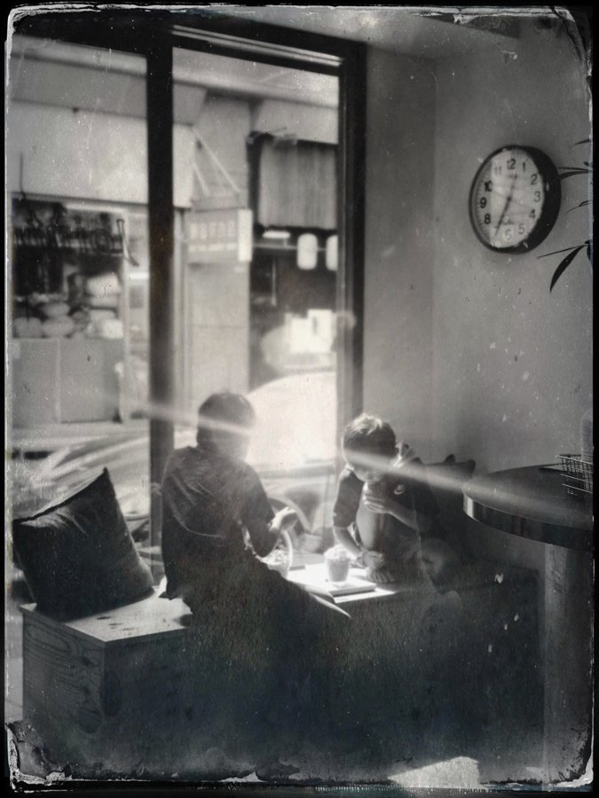 tintype-Hipstamatic-tahusa-diary-iphone-app-camera-large-format-retro-vintage-wetplate-petzval-hk-hongkong-chai-joint-cafe-coffee-shop-lights-kids-children-reflection-model-moody-bw-B&W-monochrome