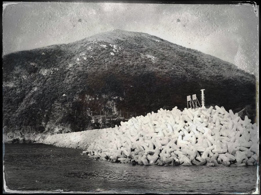 tintype-Hipstamatic-tahusa-diary-iphone-app-camera-large-format-retro-vintage-wetplate-petzval-hk-hongkong-po-toi-island-moody-bw-B&W-monochrome-breakwater-ferry-sea-mountain