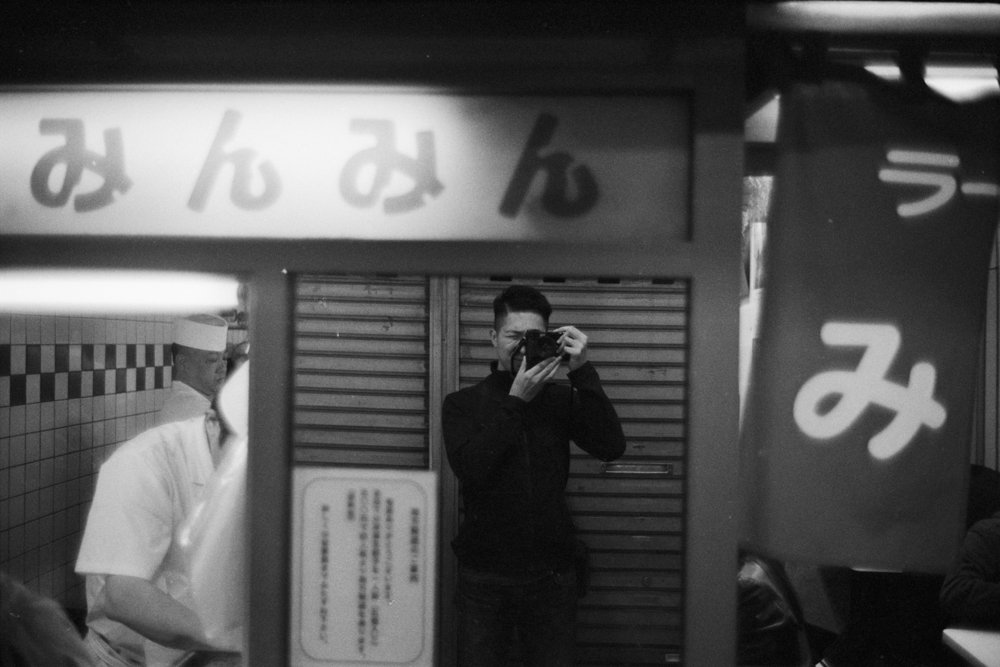Lens-review-Leica-Summilux-pre-a-asph-infinity-lock-35mm-1.4-film-comparison-compare-Koenji-tokyo-japan-selfie-self-potrait-mirror-reflection-ilford-HP5-800-bw-black-and-white-f1.4