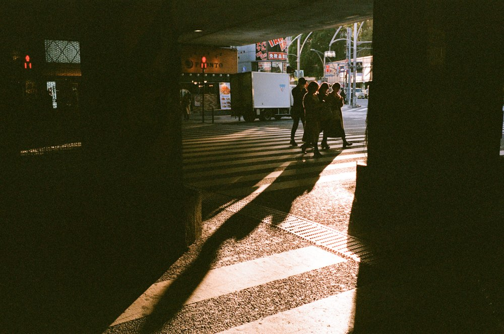 Lens-review-Leica-Summilux-pre-a-asph-infinity-lock-35mm-1.4-film-comparison-compare-Ueno-tokyo-japan-crossing-sunset-ray-of-light-shining-f8-fuji-fujifilm-Superia-Premium-400