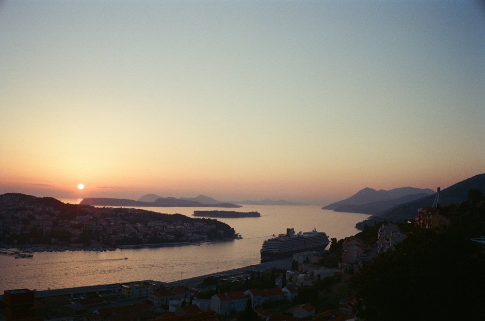 Lens-review-Leica-Summilux-pre-a-asph-infinity-lock-35mm-1.4-film-comparison-compare-beautiful-sunset-croatia-dubrovnik-holiday-vacation-kodak-expired-Supergold-400-test