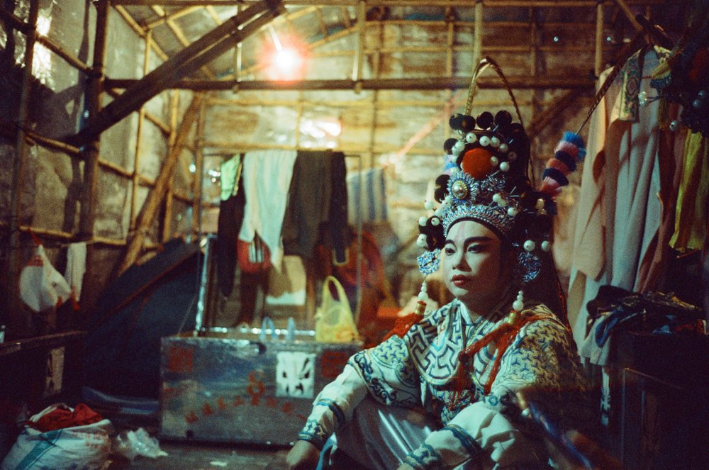Lens-review-Leica-Summilux-pre-a-asph-infinity-lock-35mm-1.4-film-comparison-compare-chinese-opera-backstage-dressed-up-waiting-cinestill-800-800t-pushed-1600-wide-open-f1.4