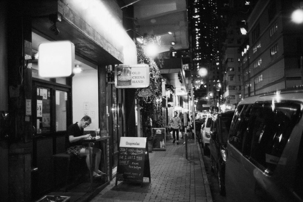 Lens-review-Leica-Summilux-pre-a-asph-infinity-lock-35mm-1.4-film-comparison-compare-hongkong-hk-Night-ktown-kennedy-town-bar-china-kodak-Double-x-eastman-5222-400-HC110-f1.4-wide-open-bokeh