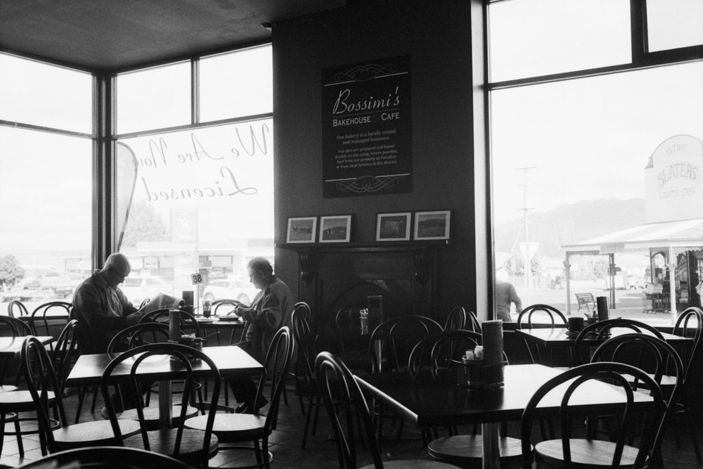 Lens-review-Leica-Summilux-pre-a-asph-infinity-lock-35mm-1.4-film-comparison-compare-old-couple-eating-inside-restaurant-sheffield-tasmania-town-Cradle-Mountain-kodak-eastman-Double-X-400-glow-f2