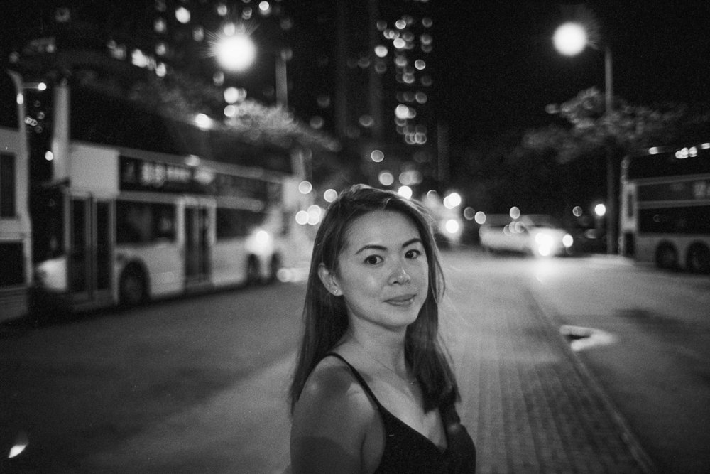 Lens-review-Leica-Summilux-pre-a-asph-infinity-lock-35mm-1.4-film-comparison-compare-portrait-bus-station-Night-kennedy-town-bokeh-f1.4-halo-glow-kodak-eastman-5222-Double-x-400-HC110