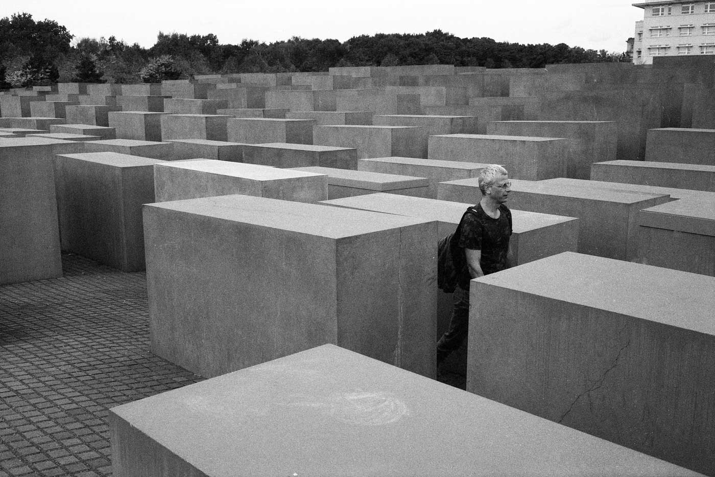 berlin-germany-2014-trip-travel-first-backpack-leica-m2-summicron-35mm-f2-v1-8elements-street-snap-kodak-double-x-5222-eastman-400-iso-12-holocaust