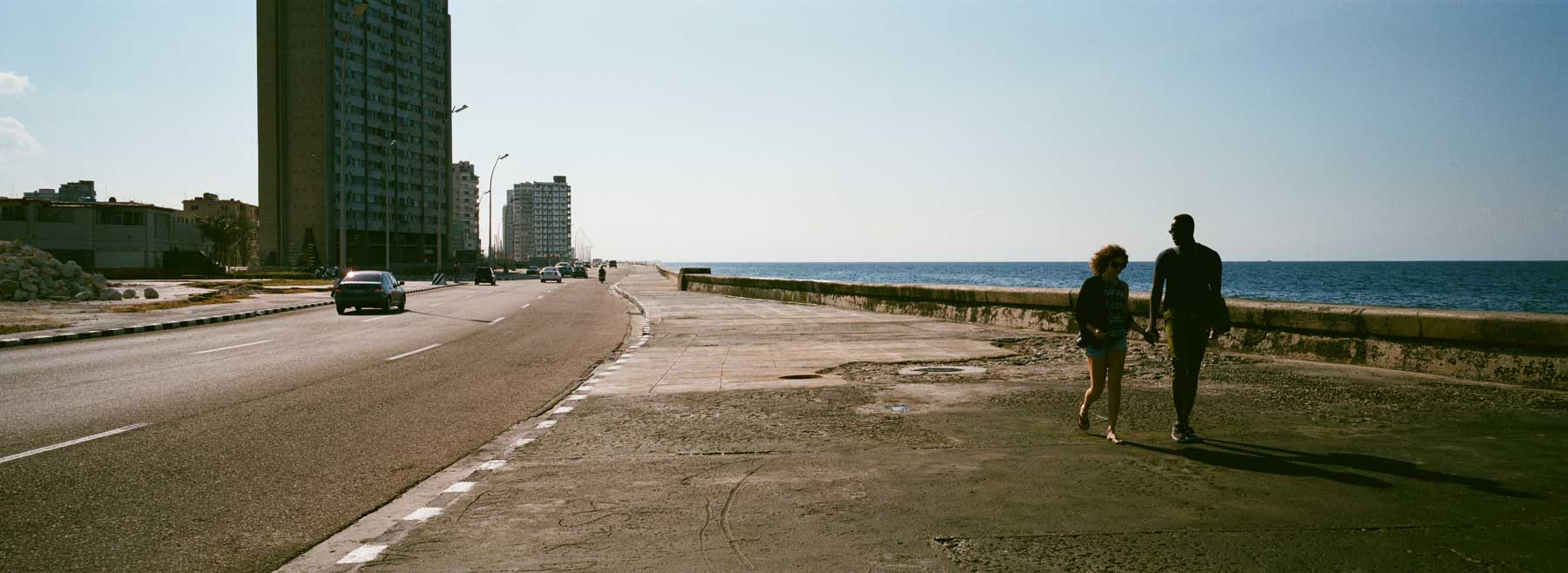 hasselblad-xpan-ii-review-hassel-rangefinder-camera-film-camera-review-photography-pano-panorama-panoramic-45mm-f4-havana-malecon-seaside-waterfront-cuba-couple-walking-down-the-street