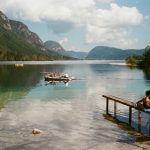 kodak-ultramax-400-iso-film-review-lake-bohinj-slovenia-travel-woman-sitting-with-mountain-cloudy-sky-summilux-35mm-f1.4-leica-infinity-lock