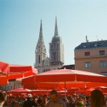 kodak-ultramax-400-iso-film-review-zagreb-market-kaptol-travel-umbrella-people-catheral-church