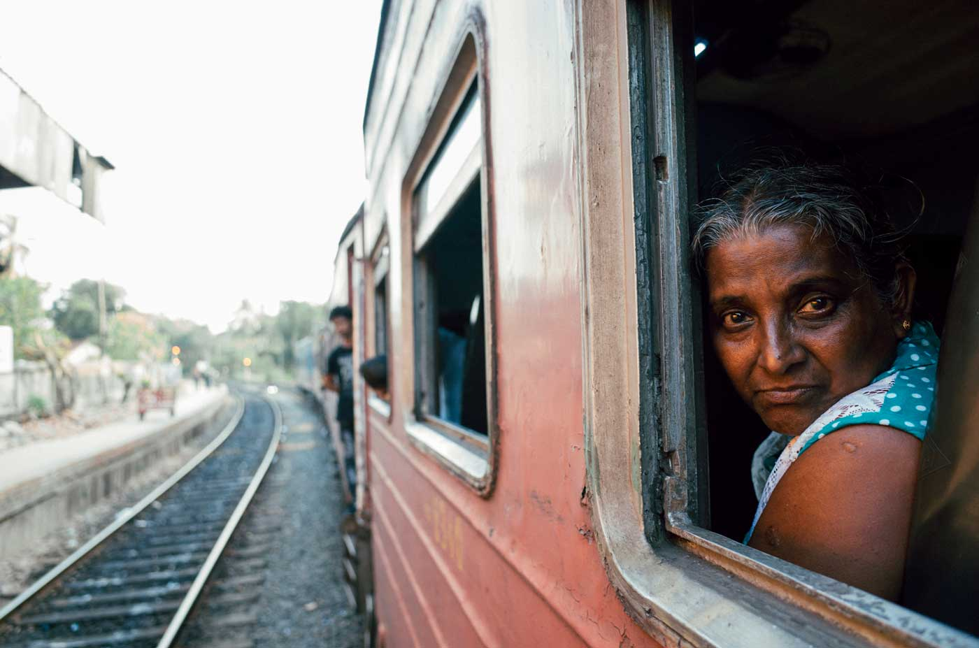 ricoh-gr-II-III-review-camera-point-and-shoot-28mm-colombo-portrait-local-taking-train-sri-lanka-travel-backpacking-lady-looking-at-me