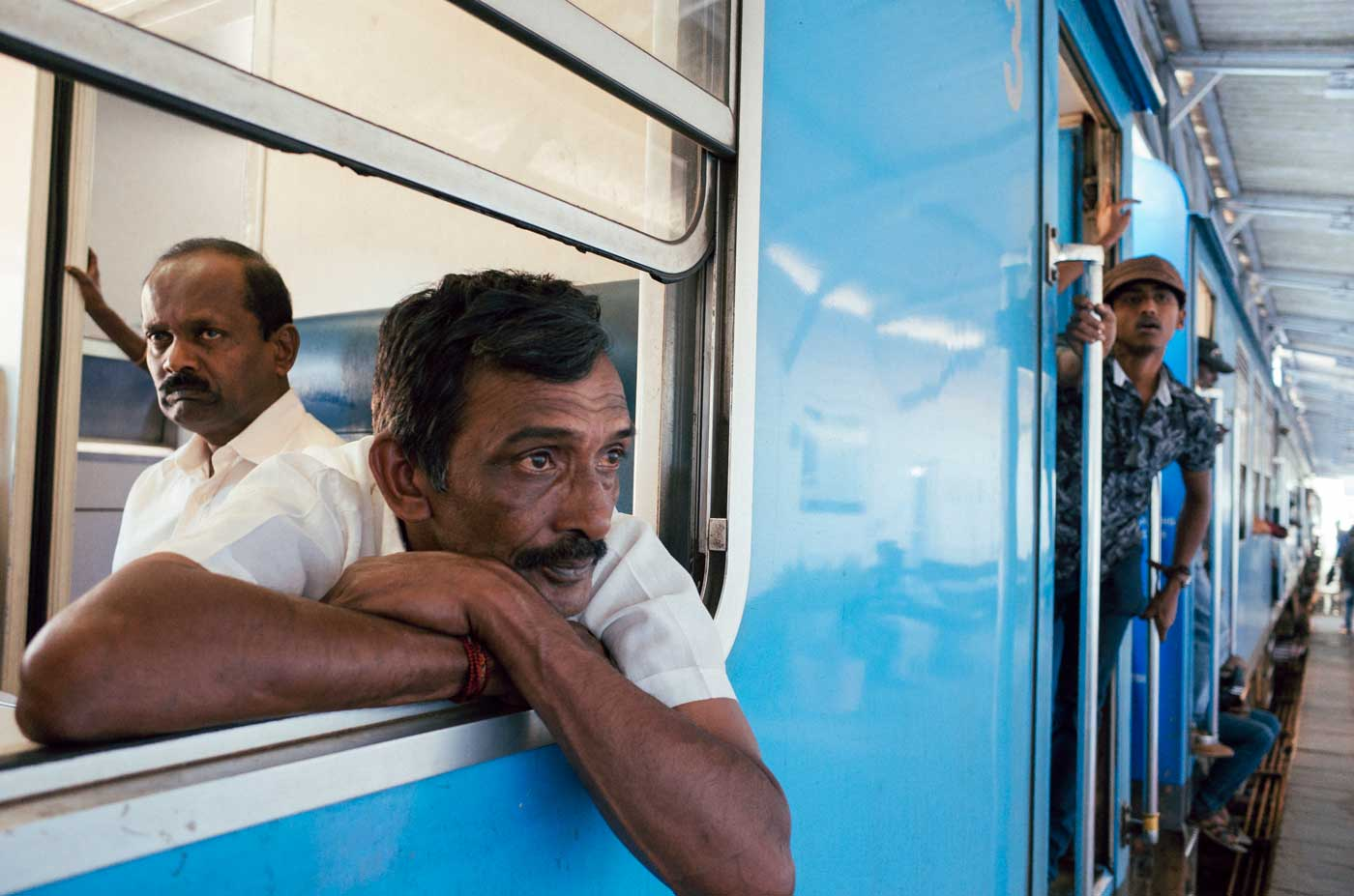 ricoh-gr-II-III-review-camera-point-and-shoot-28mm-colombo-portrait-local-taking-train-sri-lanka-travel-backpacking