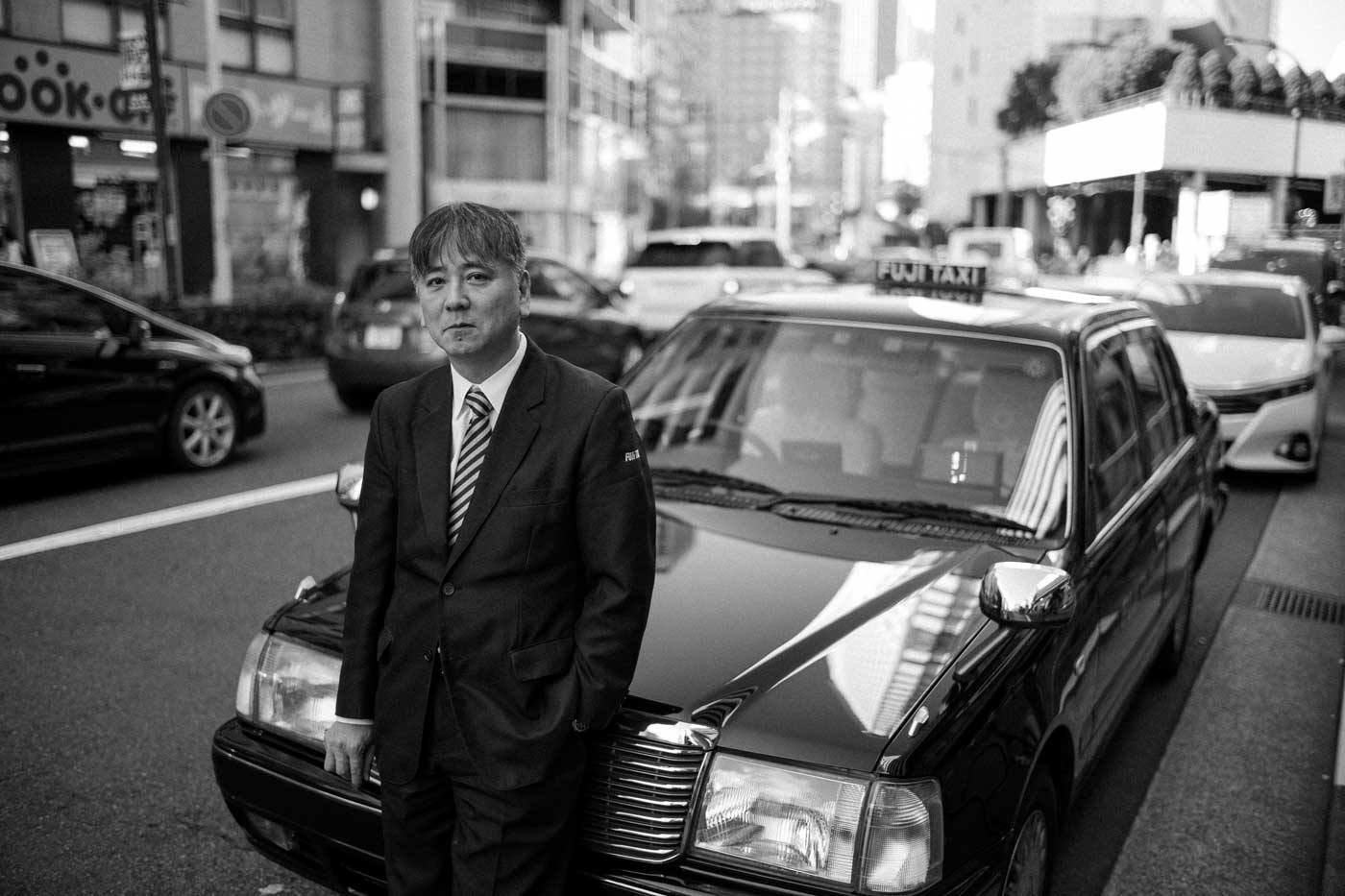 tokyo-2019-trip-japan-summilux-11663-FLE-35mm-f1.4-asph-leica-m10-digital-rangefinder-bw-mood-travel-blog-journal-taxi-driver-portrait-bw