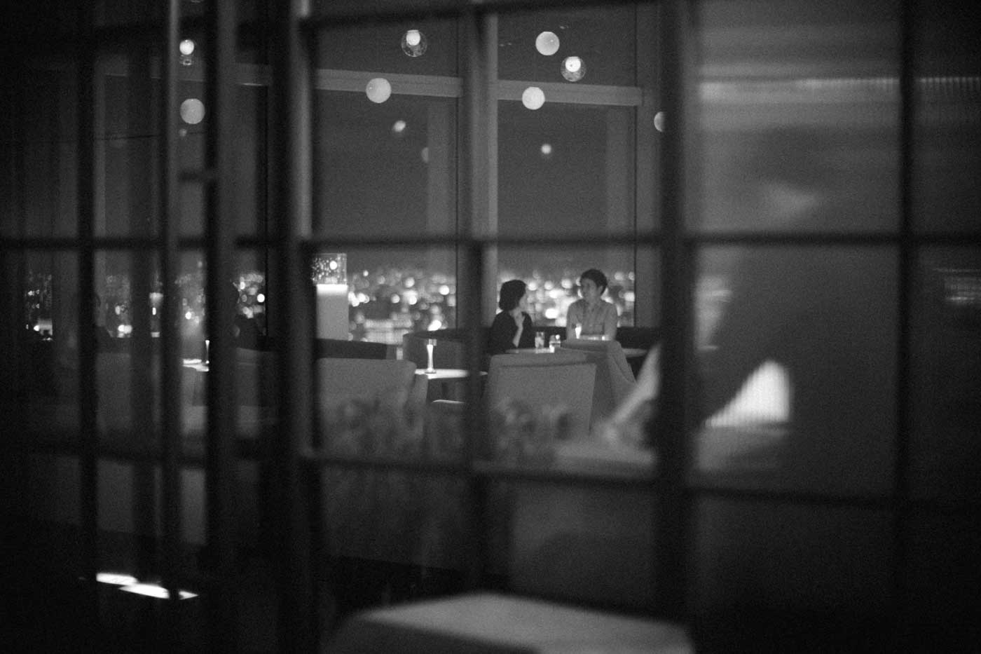 tokyo-2019-trip-japan-visting-museum-viewing-deck-at-night-dinner-place-noctilux-50mm-f1-v4-leica-m10-digital-rangefinder-bw-mood-travel-blog-journal