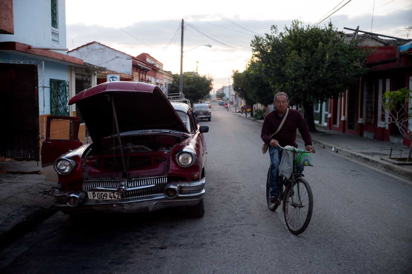 travel-cuba-cienfuegos-leica-m10-rangefinder-35mm-f2-summicron-iv-pre-a-trip-local-cycling
