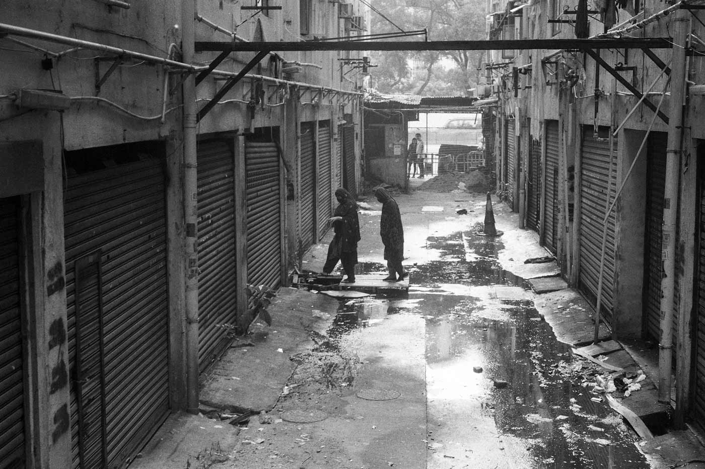 Leica-Summicron-50mm-50-f2-Rigid-Type-2-II-lens-review-kentmere-400-slum-in-demolished-kowloon-city-kai-tak-mansion