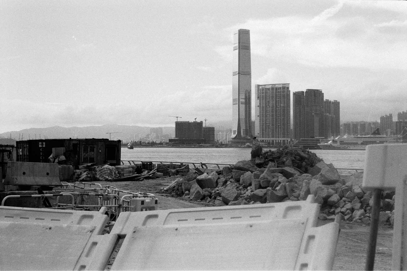 Leica-Summicron-50mm-50-f2-Rigid-Type-2-II-lens-review-kentmere-400-walk-around-admiralty-icc-centre-hk-hong-kong-construction-everywhere-messy