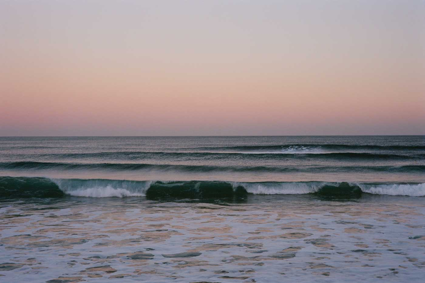 Leica-Summicron-50mm-50-f2-Rigid-Type-2-II-lens-review-kodak-ektar-100-phillip-island-sunset-view-waiting-for-penguin-cold-freezing-weather-pinkish-waves