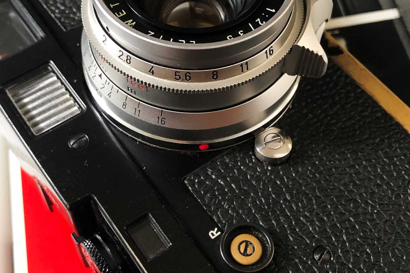 Leica-summicron-35mm-f2-8element-8-element-v1-version1-lens-review-blog-sharing-7element-gear-how-performance-barrel-design-finishing-silver-chrome-black-paint-brass-m2-rangefinder-m-mount-ltm