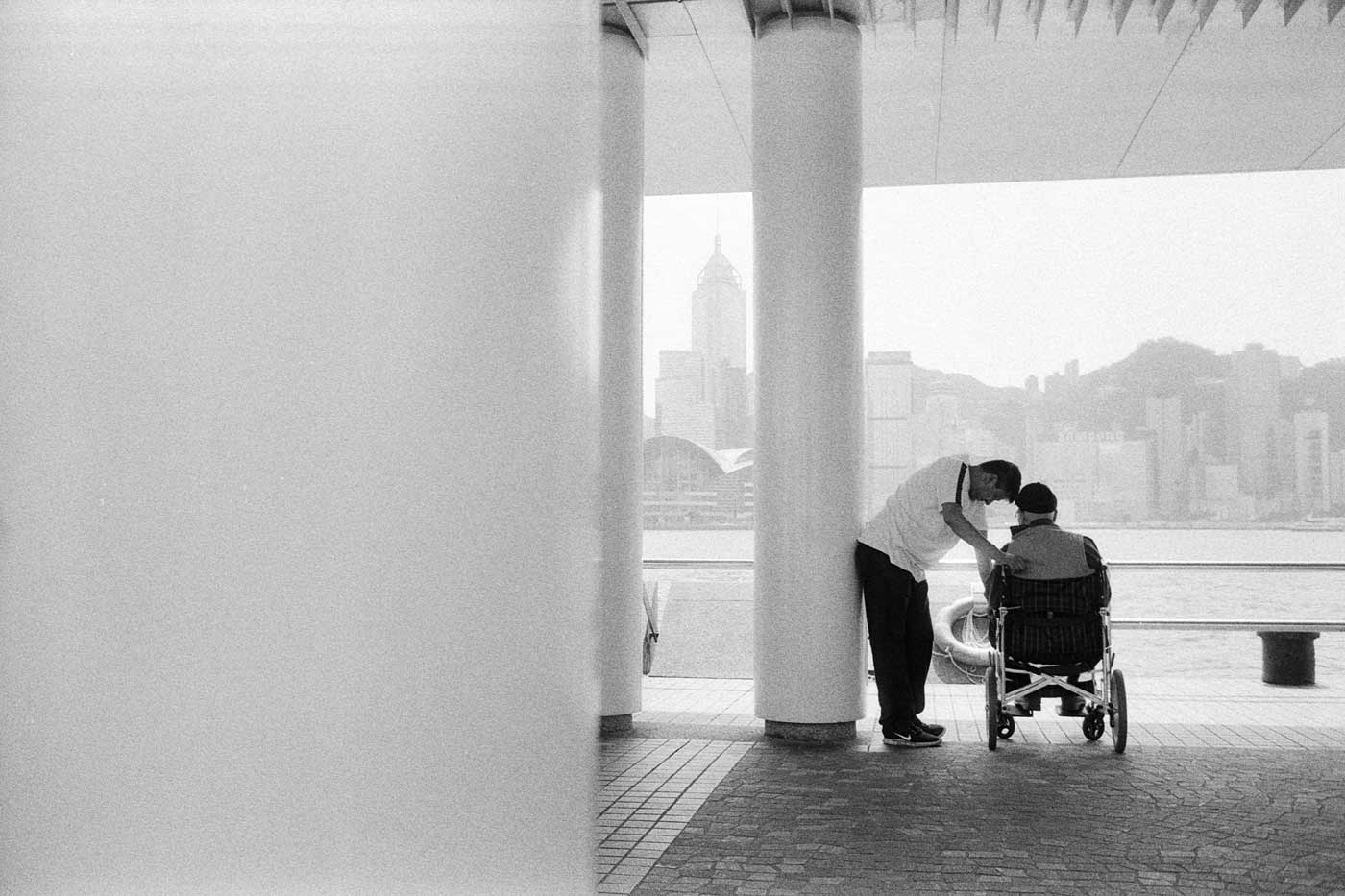 Leica-summicron-35mm-f2-8element-8-element-v1-version1-lens-review-blog-sharing-thoughts-compare-7element-gear-how-performance-Rodinal-kodak-Double-x-father-on-wheelchair-son-take-care-hk-hong-kong
