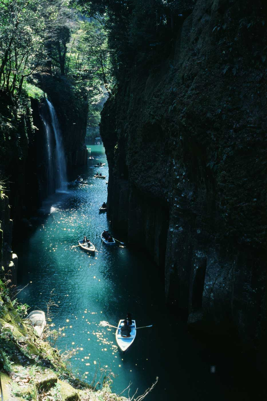 Leica-summicron-35mm-f2-8element-8-element-v1-version1-lens-review-blog-sharing-thoughts-compare-7element-gear-how-performance-fukuoka-takachiho-gorge-ektachrome-kodak-e100